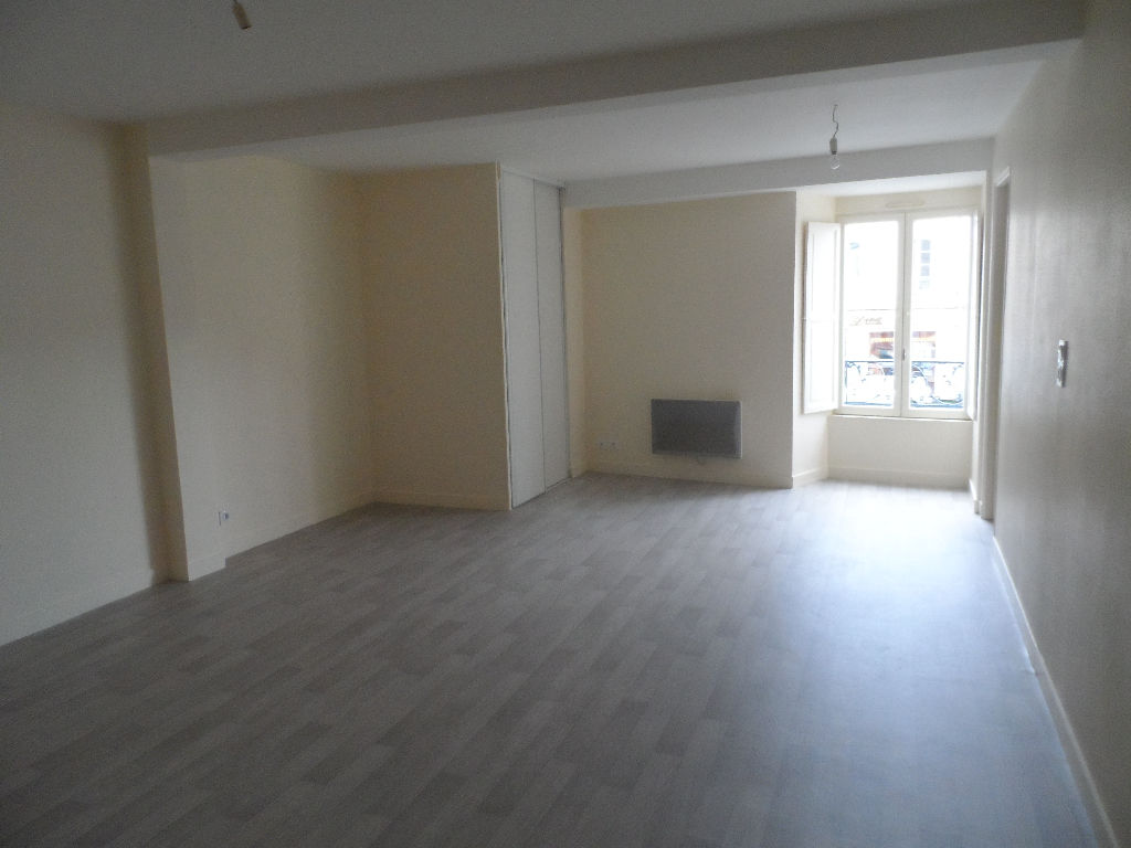 CHATEAU-GONTIER (Faubourg) T1 bis (35m²)