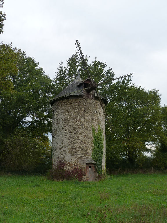 ANCIEN MOULIN à VENT - MERAL