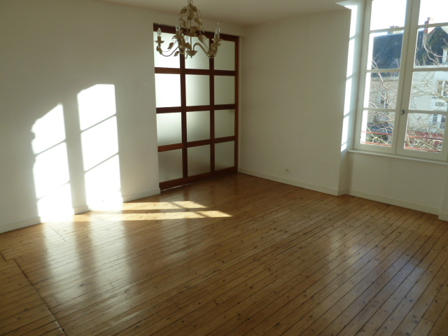 Appartement T5 - CHATEAU-GONTIER (110m²)